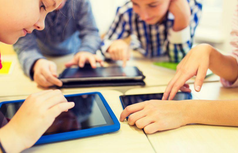 niños-con-tablets-y-aplicaciones-educativas