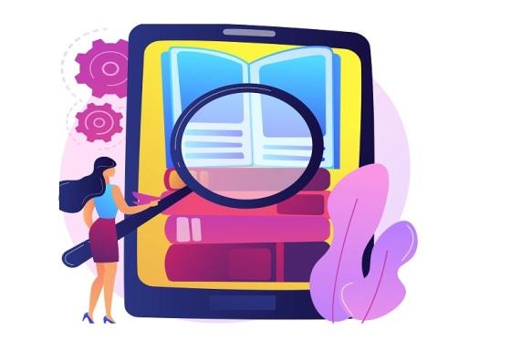 Mujer con lupa frente a una pantalla de ebook